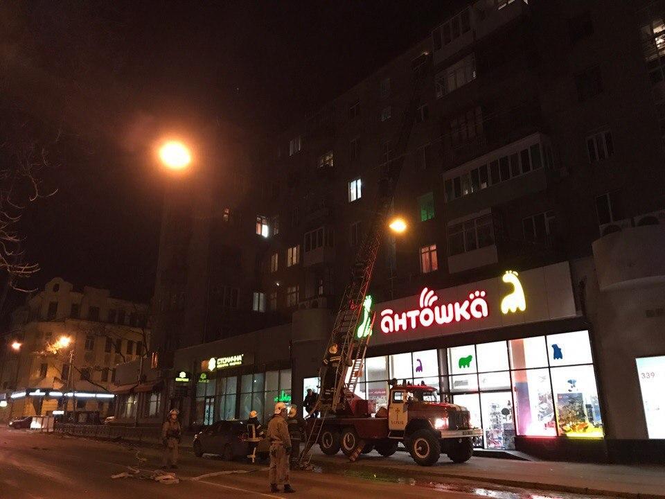 Пожар в центре Харькова. Людей эвакуируют (ФОТО)