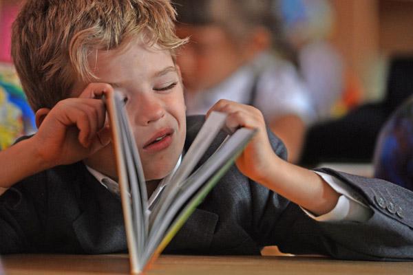 Чиновники мешают харьковским школьникам перейти на современные учебники