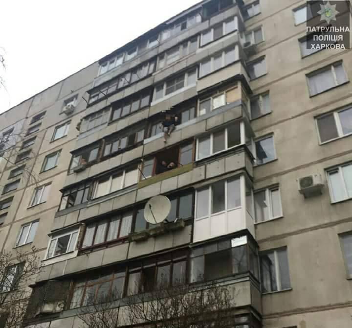 В центре Харькова специалисты полтора часа вели переговоры с самоубийцей