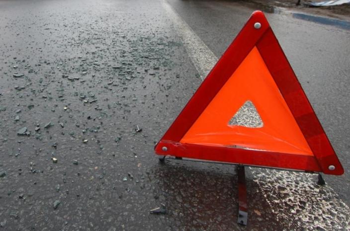 Авария в Харькове: машину вынесло на тротуар (фото, дополнено)
