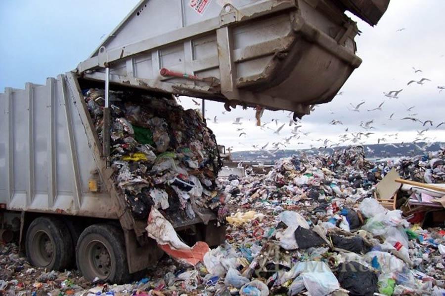 Жители Салтовки погрязли в мусоре