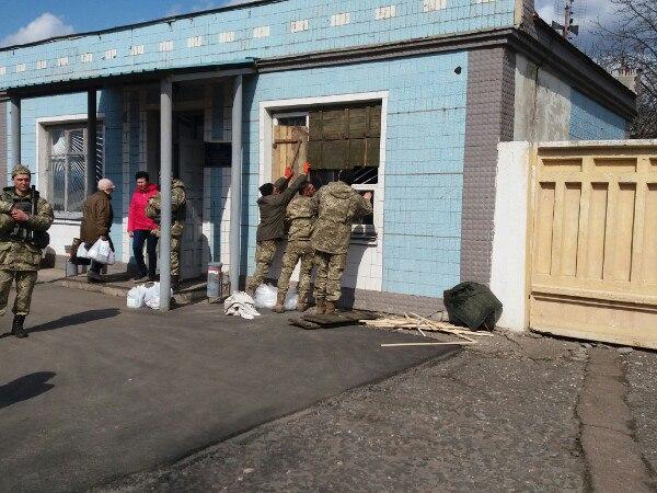 Очевидцы ЧП: В одних ночнушках выскакивали на улицу и бежали в бомбоубежище