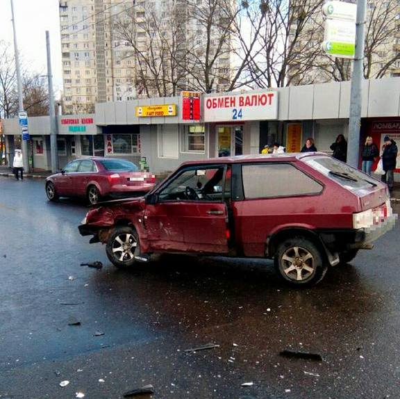 Авария в Харькове. Несколько человек оказались в больнице (Фото)