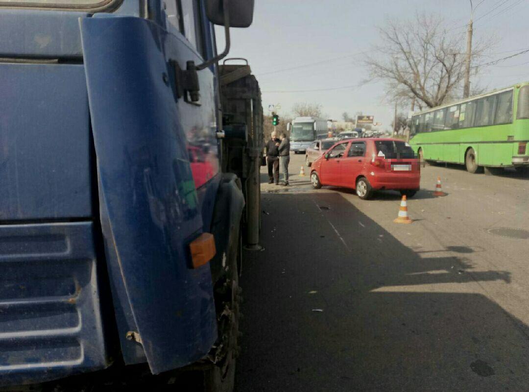 В Харькове малышка подставилась под удар гиганта. Последствия оказались серьезными (фото)