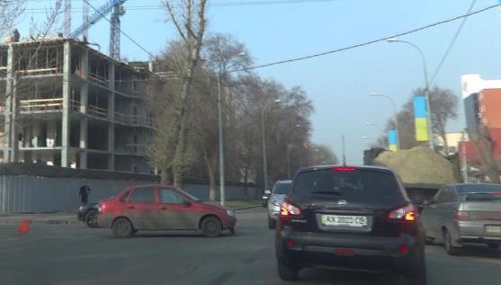Элитный квартал Харькова заблокировали (фото, видео)
