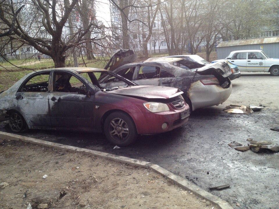 В Харькове уничтожают автомобили (фото)