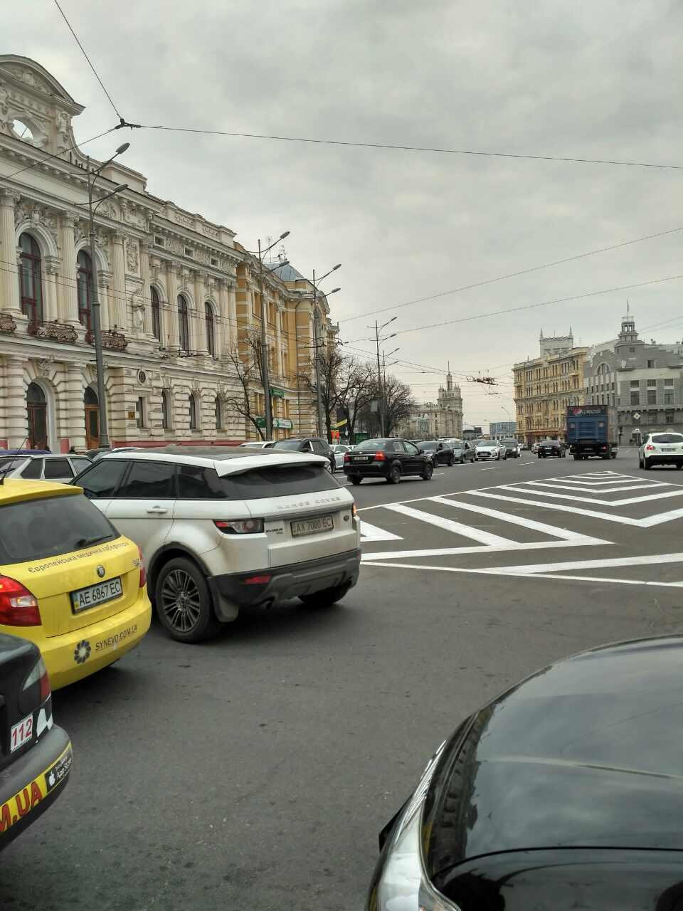 Транспортный коллапс в центре Харькова. Правоохранители перекрыли улицы (фото)