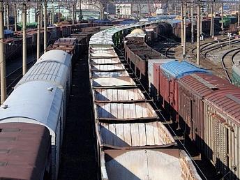 Через Харьков массово везут цемент и продукты питания