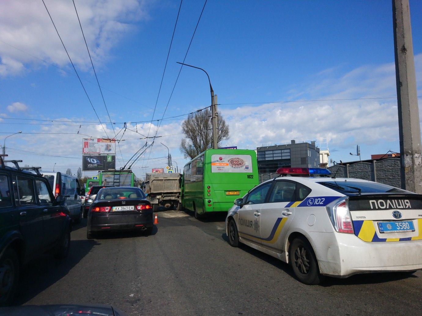 ЧП в Харькове. Из-за неисправности автобуса пострадали люди (фото)