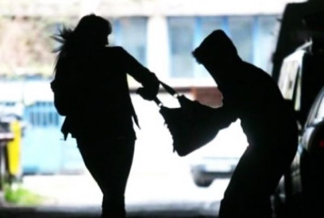 Опасные улицы. В Харькове нападают на женщин (фото)