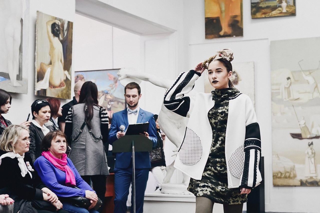 Центр Харькова заполонили разодетые люди (фоторепортаж)