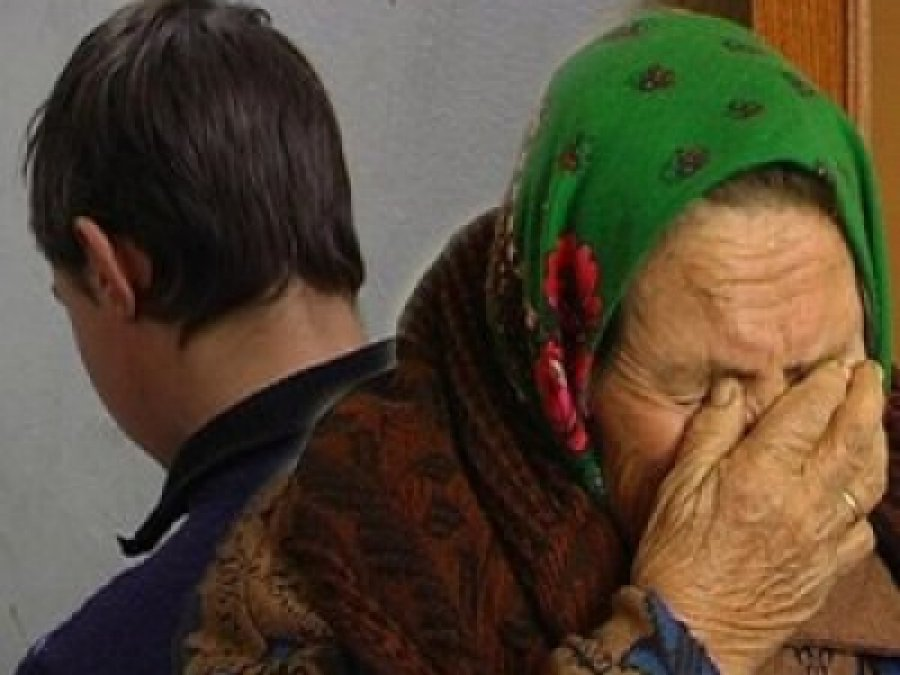 В метро у пенсионерки отняли последнюю копейку
