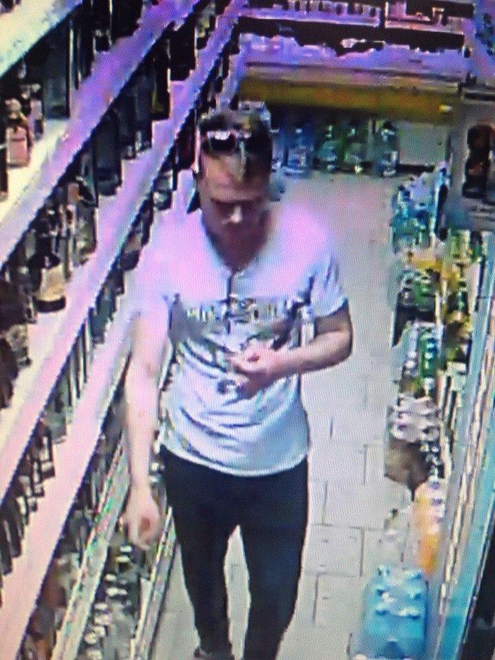В харьковском супермаркете сняли на видео позорный случай со штанами (фото)