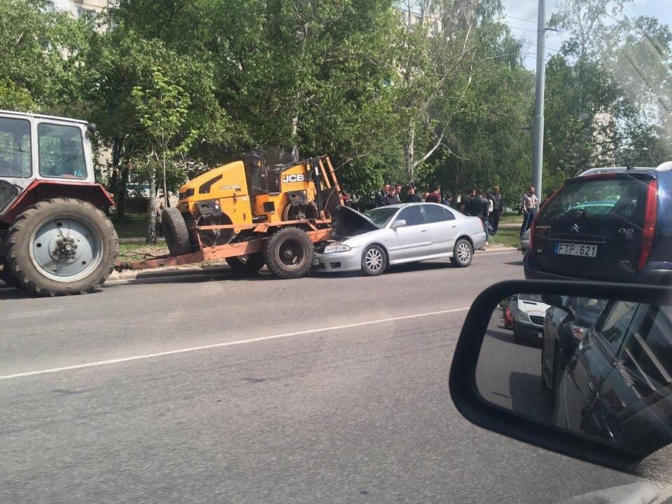 Мужчина надолго остановил движение в Харькове (фото)