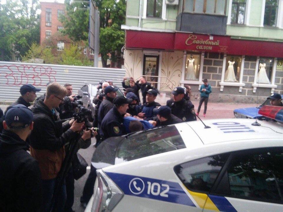 Массовый конфликт произошел в центре Харькова (фото)