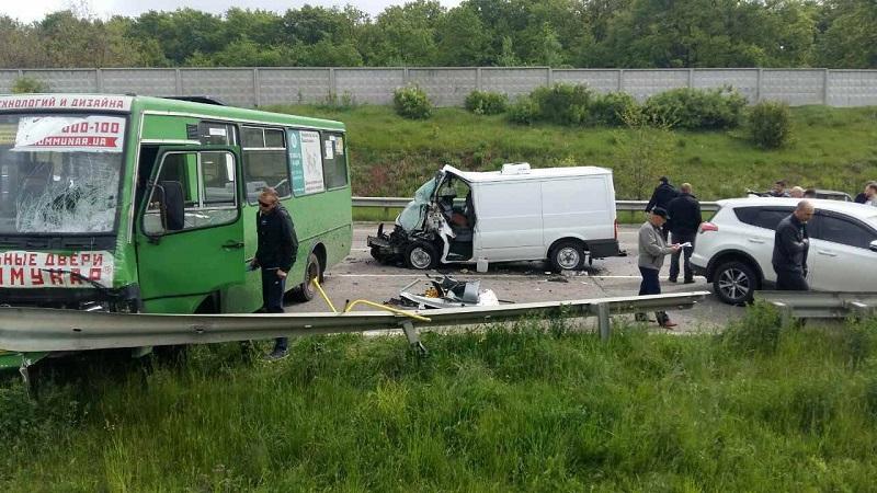 Стали известны подробности ужасной аварии под Харьковом (фото)