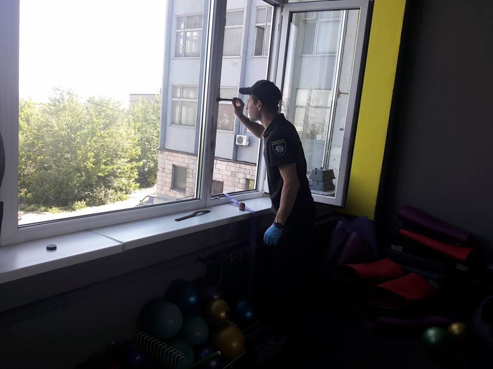 В Харькове неизвестные устроили террор популярному заведению (фото)