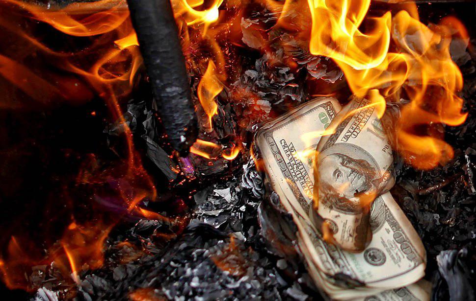 На Харьковщине безработный хотел сжечь огромные деньги (фото)