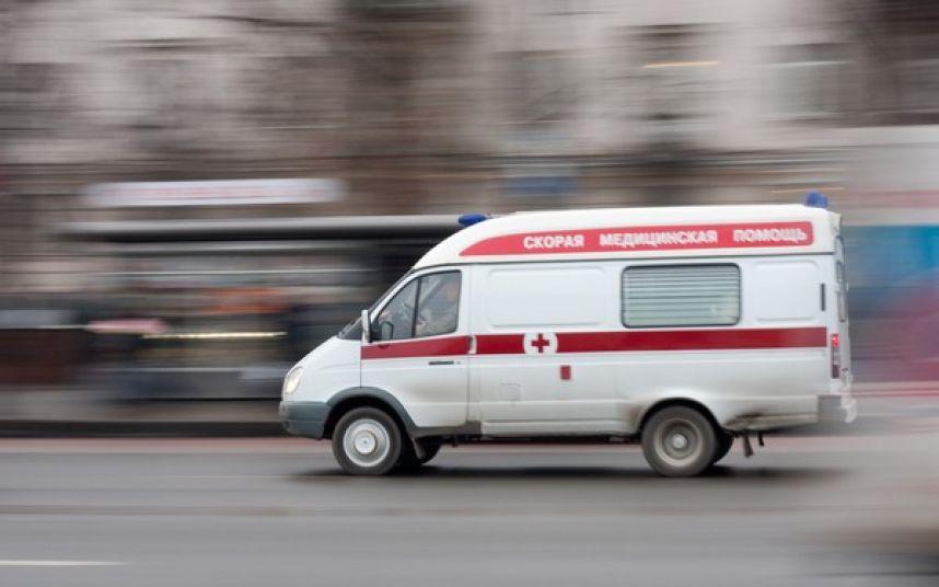 Ребенка, пострадавшего в аварии на Московском проспекте, спешно везут в другую больницу