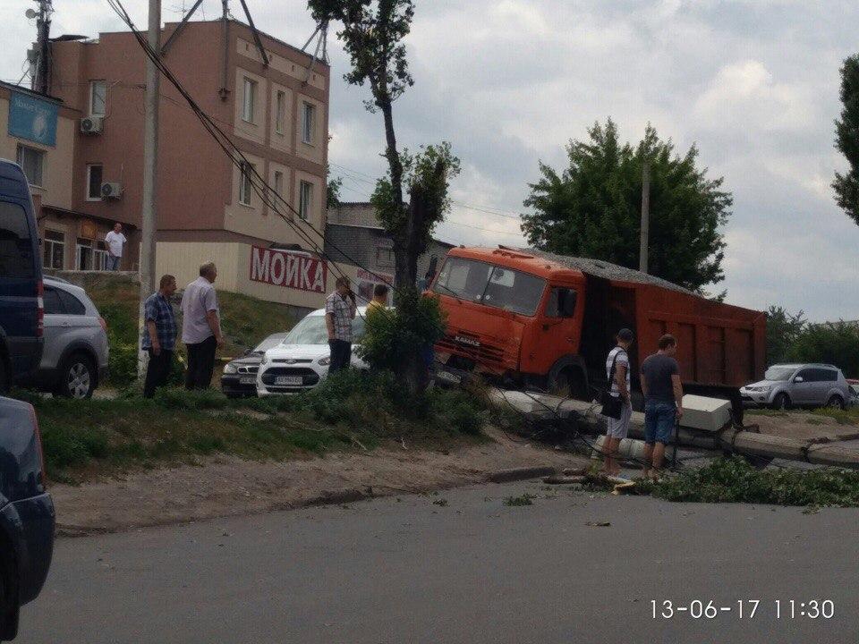 Разгром на дорогах устроили в Харькове (фото)