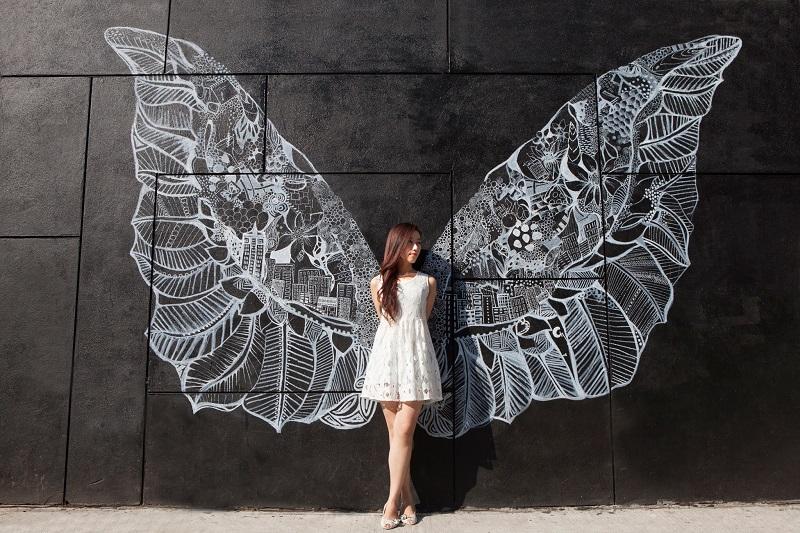 В Харькове разыскивают девушку с крыльями