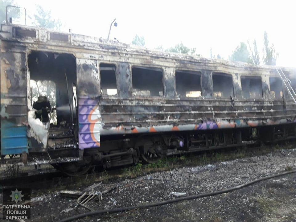 Электричка загорелась в Харькове (фото)