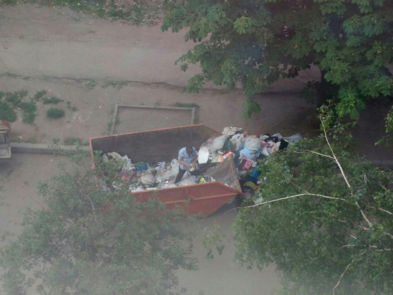 На окраине Харькова жители перессорились из-за таинственного хлама