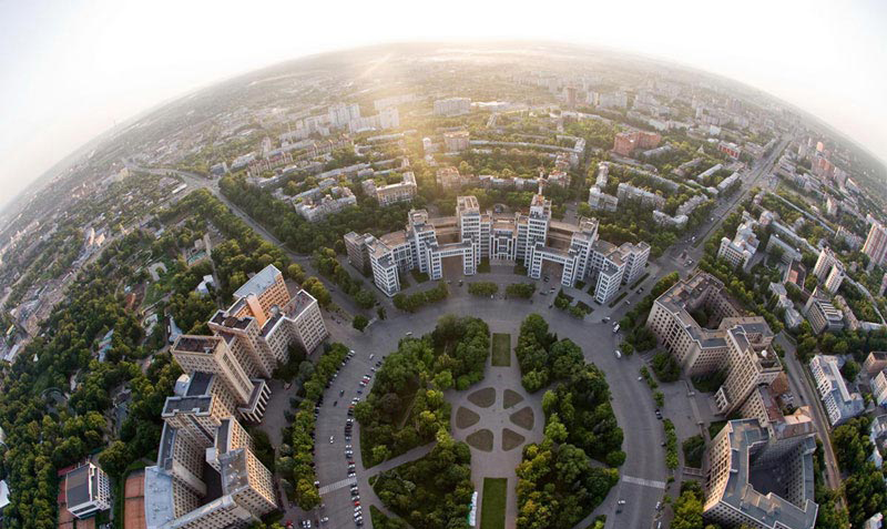 Харьковчане требуют, чтобы Кернес занялся лавочками
