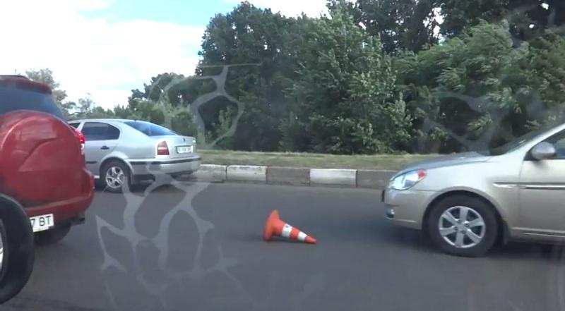 Авария на Салтовке. Автомобили застряли в большой пробке (фото, видео)