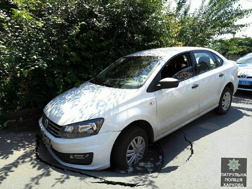 Водитель угодил в передрягу в Харькове (фото)