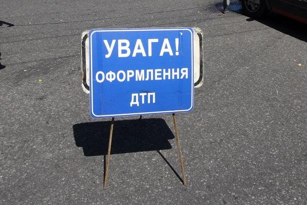 ДТП в Харькове. Автомобиль сложился почти вдвое (фото)