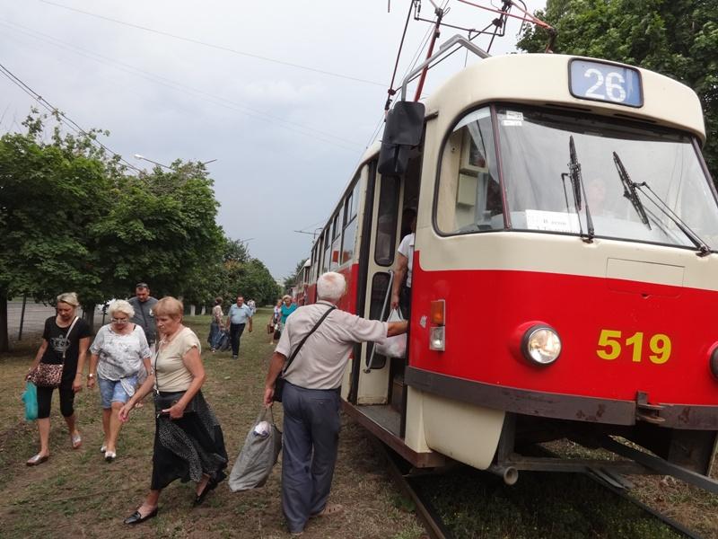 Стихия выгнала жителей Салтовки на улицу (фото)