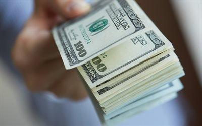 На Харьковщине пенсионерка подарила незнакомому мужчине огромную сумму денег