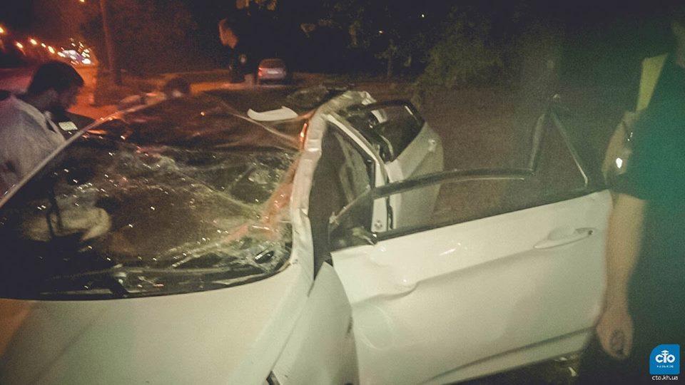 Страшная авария в Харькове. Автомобиль сложился вдвое (фото)