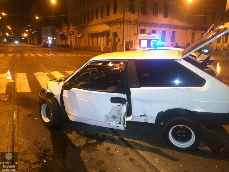 Страшная авария в Харькове. Машине снесло переднюю часть (фото)