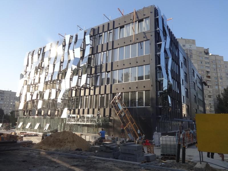 ЧП случилось на строительстве Регионального центра админслуг в Харькове (фото)