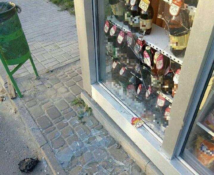 На Павловом Поле любитель пива перепугал полусонного продавца