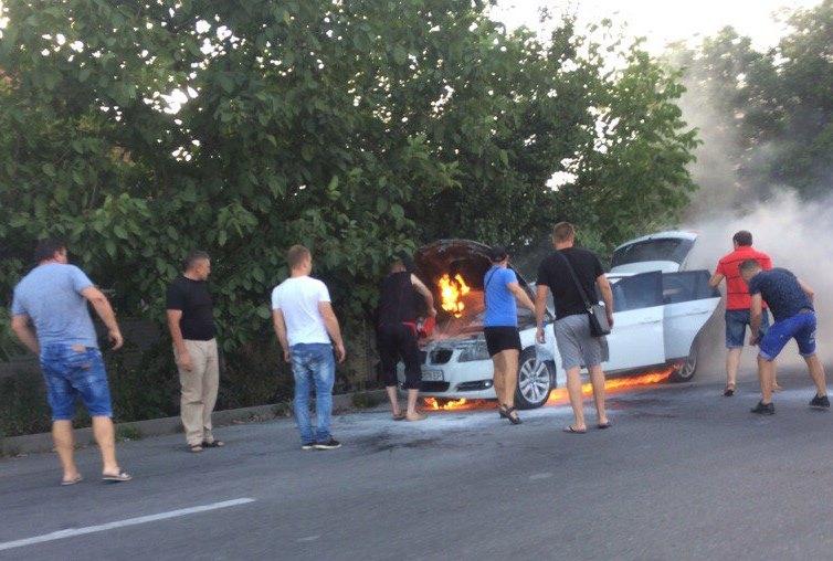 ЧП в спальном районе Харькова. Очевидцы поспешили на помощь (фото)