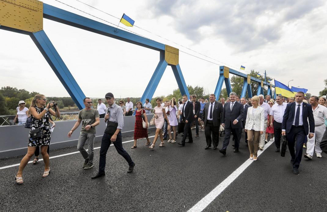 Порошенко в Харьковской области: недовольство, объятия и возмущения