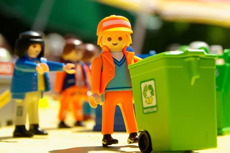 Харьковчан заставят копаться в мусоре