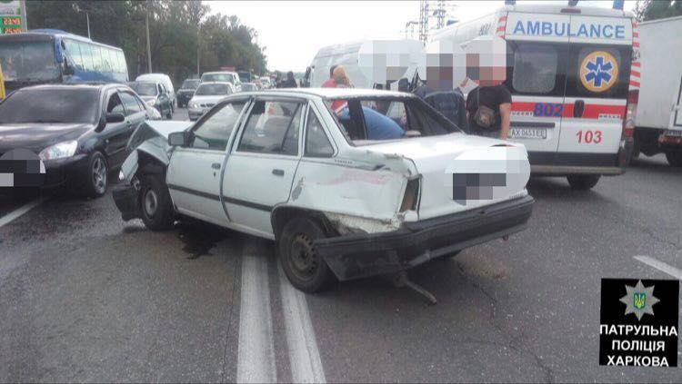 Крупная авария в Харькове. Есть пострадавшие (фото)