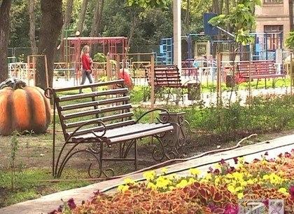 Двор, в котором одурачили женщину, признали самым лучшим в Харькове