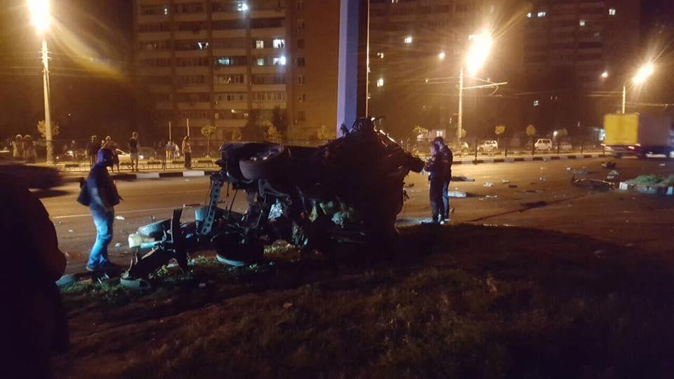 Жуткое ДТП в Харькове. Машину разорвало на части (фото)