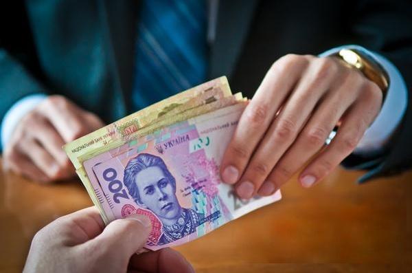 Огромную сумму денег отобрали у сотрудника вуза в Харькове (фото)