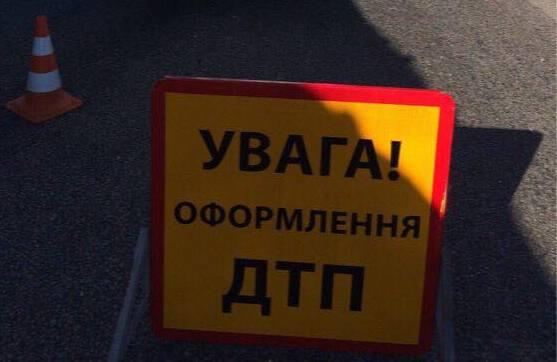 Авария в Харькове. Запчасти усеяли дорогу (фото)