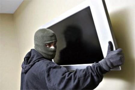 Под Харьковом пенсионерка попала в неприятную ситуацию из-за соседа