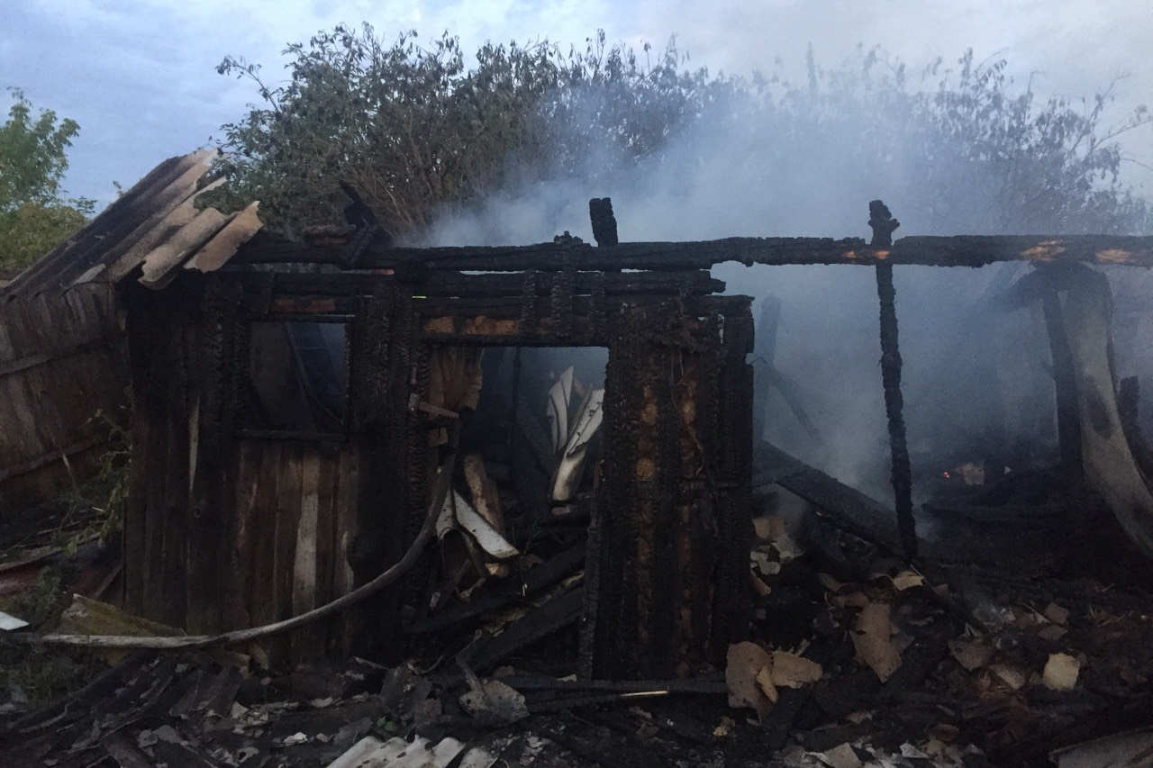 Пожилой житель Харьковщины пострадал, спасая свой дом (фото)
