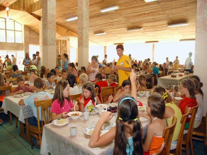 Эпидемиологи признались, что нашли в пищеблоках детских учреждений на Харьковщине