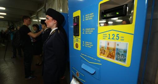 Харьковчанам разрешили использовать в метро 5-гривневые купюры