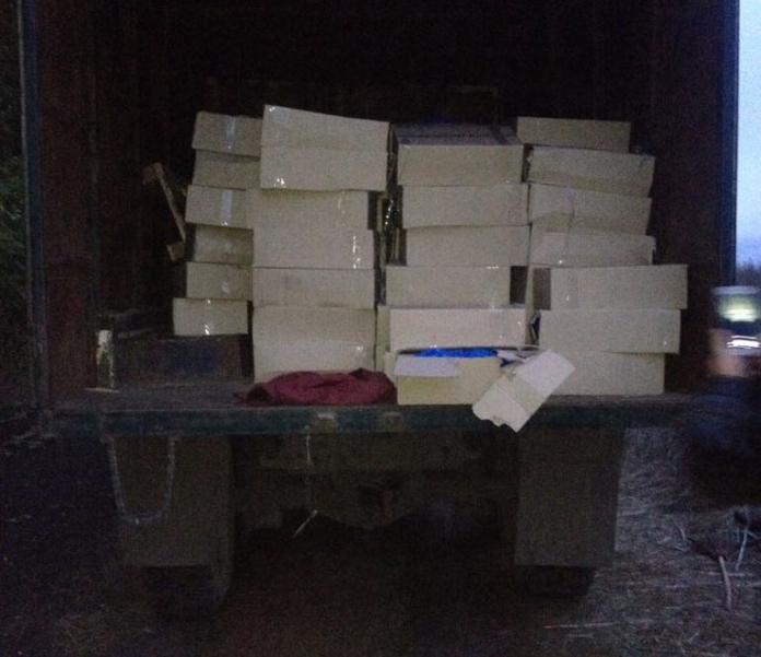 Бесхозный грузовик с едой обнаружили под Харьковом (фото)